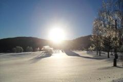 zima okolí penzionu a